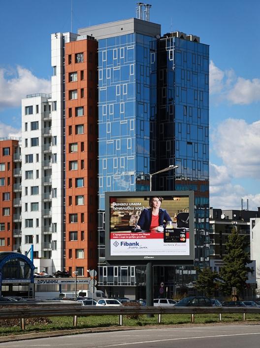 Рекламна фотография за Fibank - мобилно приложение