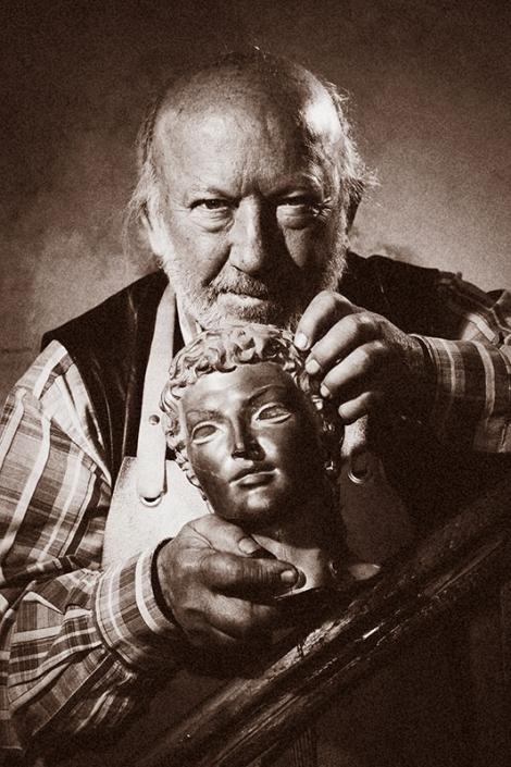 Календар Bulgartabac - скулпторът Георги Чапкънов